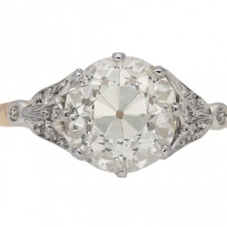Edwardian diamond flanked solitaire ring, English, circa 1910.