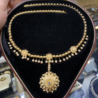 15 carat  pearl necklace with detachable pendant
