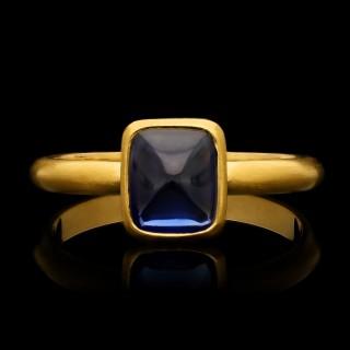 Hancocks 2.06 Carat Burmese Unheated Sugarloaf Cabochon Sapphire 22 Karat Ring