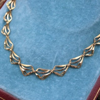 A very fine Abstract Open Link Design Graduated Gold Necklace in 18ct Yellow Gold, French, Circa 1970