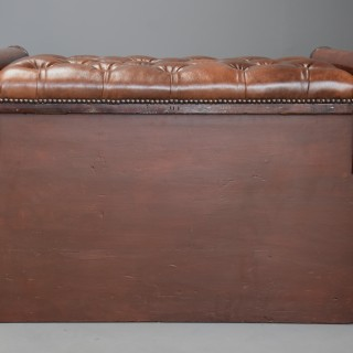 Fine quality William IV mahogany ottoman with leather top