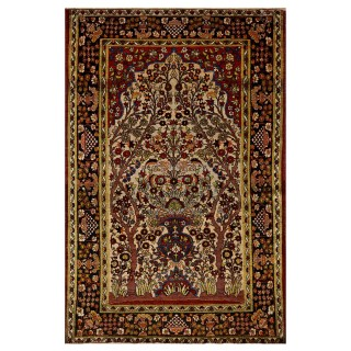 Woven wool Persian carpet from Isfahan