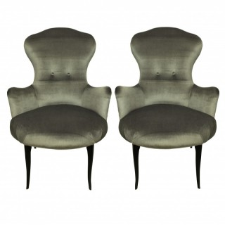 A PAIR OF MID-CENTURY ITALIAN BEDROOM CHAIRS