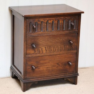 Small Proportioned Oak Chest Of Drawers