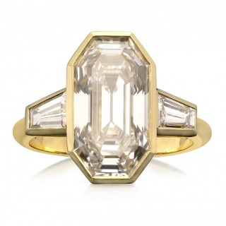 Hancocks Contemporary 5.38ct Old Emerald Cut Diamond Bezel Set 18ct Gold Ring Tapered Baguette Shoulders