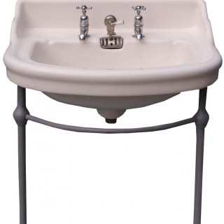 An Antique Porcelain Wash Basin