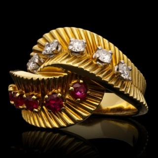 Van Cleef & Aprels Stylish Retro Gold Ruby And Diamond Cross Over Dress Ring 1958