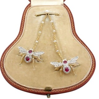 1.10 ct Ruby and Opal, 0.78 ct Diamond and 15 ct Yellow Gold Bee Brooch - Antique Victorian