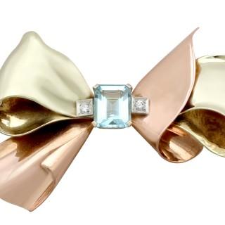3.26ct Aquamarine and 0.08ct Diamond, 14ct Gold 'Bow' Brooch - Vintage Circa 1940